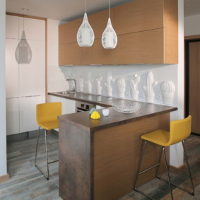 Гипсовые панели на фартуке кухни