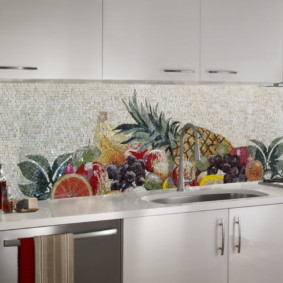 Фрукты и овощи на кафельной мозаике