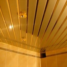 Диагонально расположенные рейки потолочного покрытия