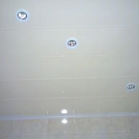 Встроенные светильники с белой окантовкой