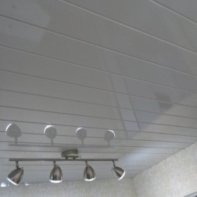 Потолочные светильники с поворотными кронштейнами