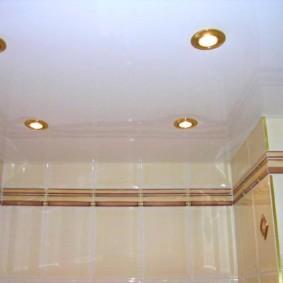 Золотистые ободки на точечных светильниках