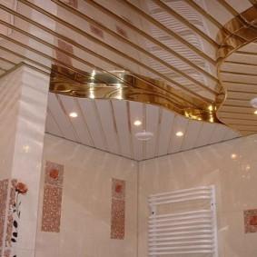 Двухуровневый потолок из реечных ПВХ-панелей