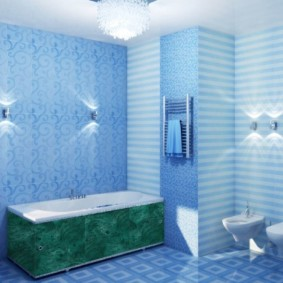 Голубые панели в интерьере ванной