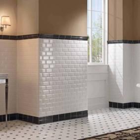 Белая плитка прямоугольной формы в ванной загородного дома