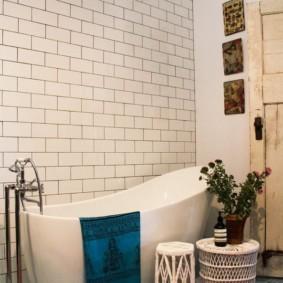 Плетенная мебель в интерьере ванной