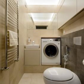 Стиральная машина в туалете загородного дома