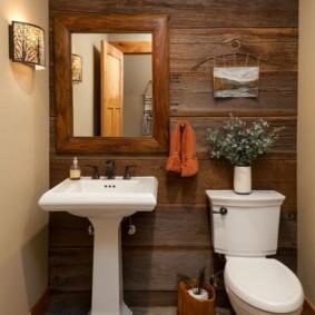 Каменная плитка на полу туалетной комнаты