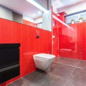 Красные стены в ванной комнате