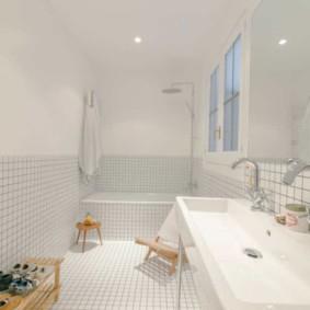 Белоснежная ванная в загородном доме