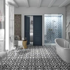 Керамическая плитка с узорами на полу в ванной