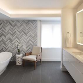 Укладки плитки елочкой на стене ванной