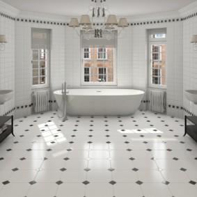Просторная ванная комната в частном доме