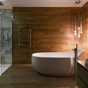 Романтическое освещение в ванной комнате частного дома
