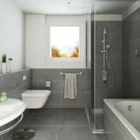 Серая плитка на стене в ванной