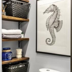 Декор картиной стены в туалете