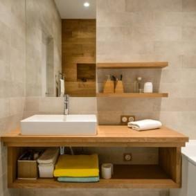 Полка под раковиной в совмещенной ванной
