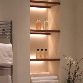 Подсветка встроенных полок в ванной комнате