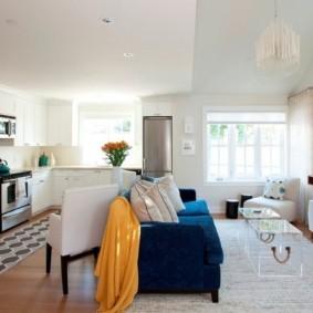 Зонирование кухни-гостиной прямым диваном