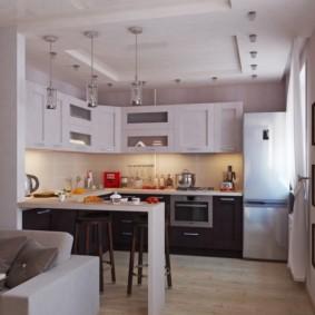 Двухъярусный потолок в рабочей зоне кухни-гостиной
