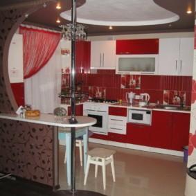 Натяжной потолок в два уровня в кухне-гостиной