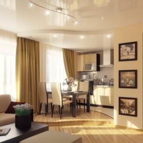 Глянцевый потолок в светлой гостиной