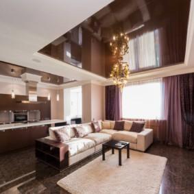 Зонирование кухни-гостиной потолочным покрытием