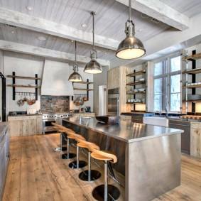 Дерево и металл в интерьере кухни