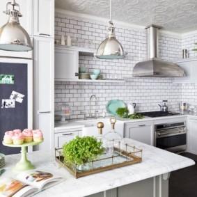 Отделка стен кухни плиткой кабанчик