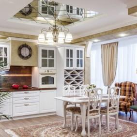 Дизайн кухни с зеркальным потолком