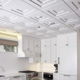 Рельефная поверхность кухонного потолка