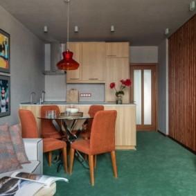 Зеленый пол кухни-столовой