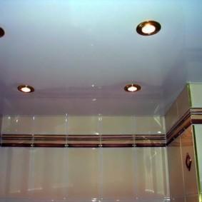 Точечные светильники с позолоченной окантовкой