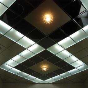 Стеклянный потолок со встроенной подсветкой