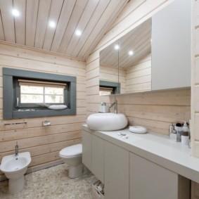 Обшивка туалетной комнаты деревянной вагонкой