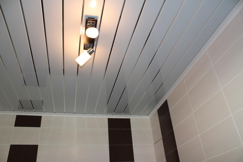 пластиковый потолок в зале фото поделитесь своей