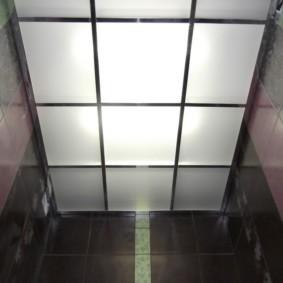 Матовая поверхность стеклянного потолка