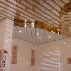 встроенные светильники на реечном потолке
