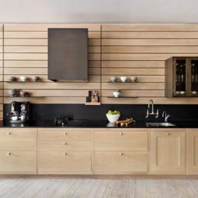 Деревянные панели в интерьере кухни