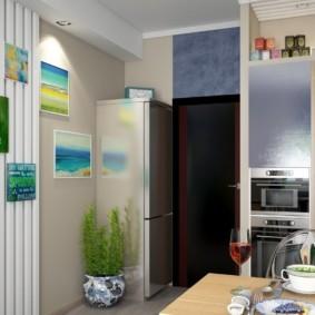 Дизайн небольшой кухни с холодильником у двери