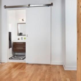 Раздвижная дверь для интерьера в стиле минимализма