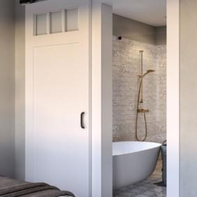 Ванная комната в спальне частного дома
