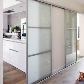 Купейные двери с матовыми стеклами