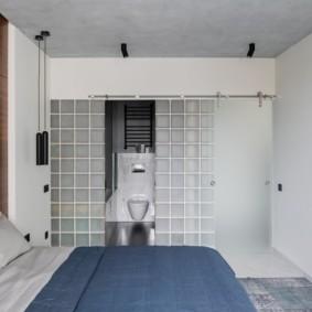 Спальня супругов с туалетом в нише