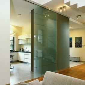 Стеклянные двери с матовой поверхностью