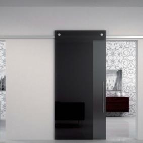 Черная дверь из закаленного стекла