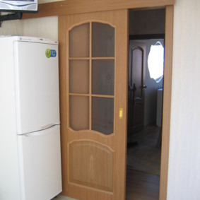 Двухкамерный холодильник белого цвета