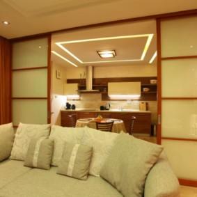 Встроенная подсветка на потолке кухни