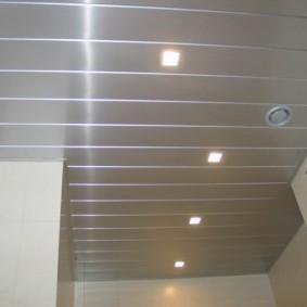 Квадратные светильники в подвесном потолке