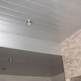 Двухуровневый потолок в маленькой комнате